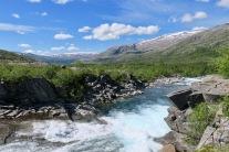 Vassdraget som kommer fra Grunnvatnet på tur ned i Lomsdal. Foto: Topp Hestmark.
