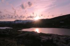 Magiske farger ved Henriksvatnet på kveldstid. Foto: Topp Hestmark.
