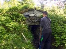 En potetkjeller ved gårdstuftene i Lomsdalen har blitt utstyrt med Jøtulovn og sengeplass.