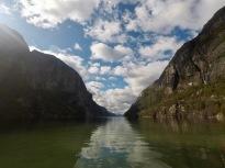 Til og med Lysefjorden ligger blankstille når vi kommer ned.