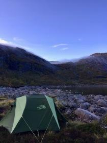 Jeg slår et slag for friluftslivet og sover i telt.